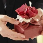 Pomysły na oryginalny prezent na parapetówkę